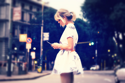 texting-girl-elite-daily