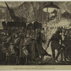 16. Corpi in marcia: parata Democratica (Tammany Hall), New York, 1870. Tammany Democratic Procession in New York, 1870, in «Graphic» (March 26, 1870). New York Public Library Picture Collection, New York City.