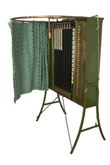 36. Macchine per votare, circa 1900. Standard Voting Machine patented by Alfred J. Gillespie, Standard Voting Machine Company, Rochester, New York (late 1890s). National Museum of American History, Smithsonian Institution, Washington, D.C.