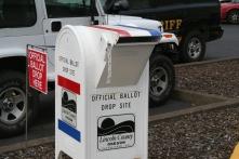 44. Votare per posta: l'urna elettorale.