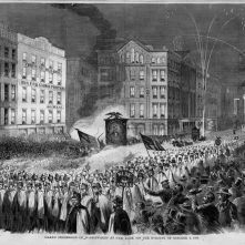 15. Corpi in marcia: parata pseudomilitare Repubblicana, New York, 1860. Grand Procession of [Republican] Wide-Awakes at New York on the Evening of October 3, 1860, in «Harper's Weekly» (October 13, 1860). Library of Congress Prints and Photographs Division, Washington, D.C.